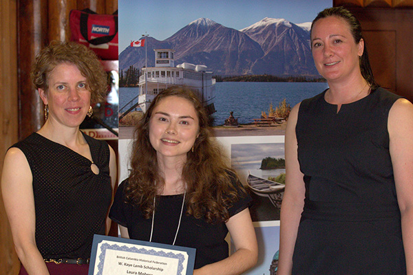 Laura Moberg accepts scholarship award