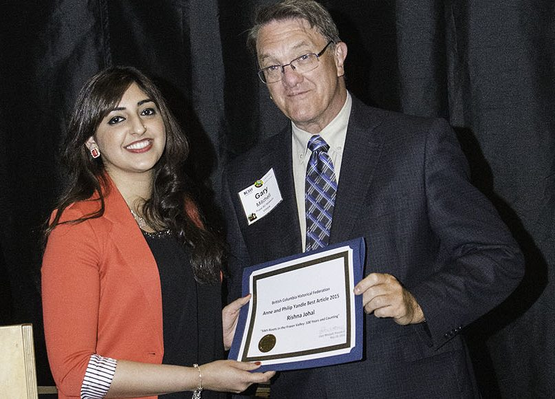 Rishma Johal accepts Best Article Award from Gary Mitchell